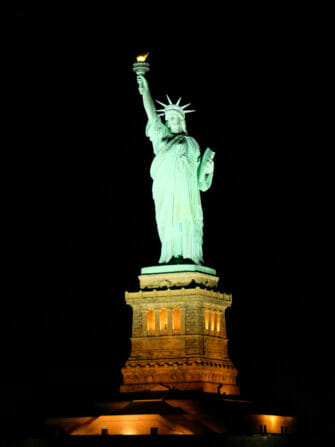 Dinner Cruise in New York - Statue of Liberty
