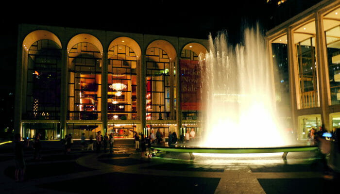 Lincoln Center in New York Lincoln Center at night