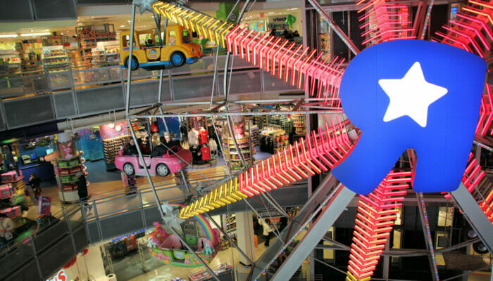 ferris wheel at toys R us in new york