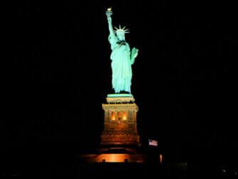 Hudson River Dinner Cruise in New York Yacht
